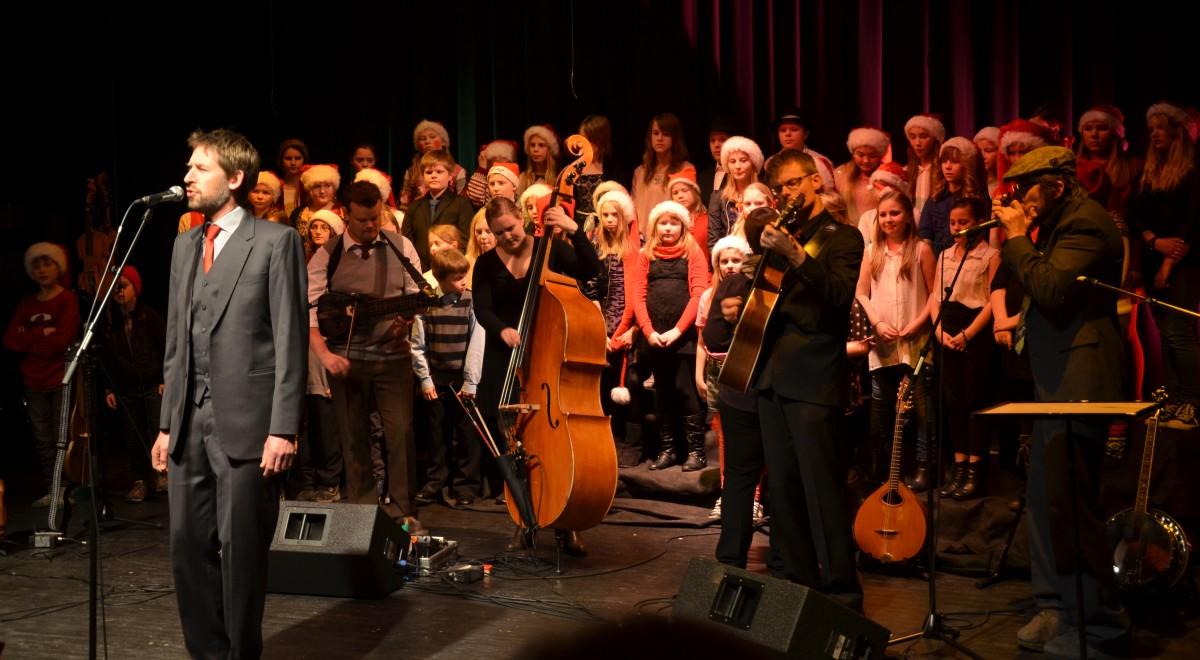 Aasmund Nordstoga Og Elever Fra Sentralskolen Sto For En Flott Konsert I Kulturhuset 10desember